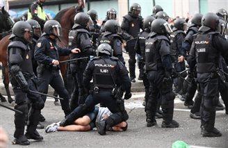Polish fans clash with Spanish police