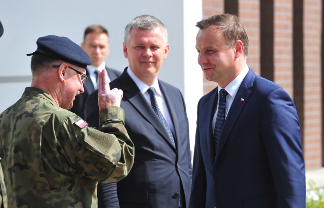 President Andzrej Duda (R) and Minister of Defence Tomasz Siemoniak (C), oversee the change of command of NATO's Multinational Corps Northeast from Poland's General Bogusław Samol to Germany's General Manfred Hofmann, Szczecin. Photo: PAP/Marcin Bielecki