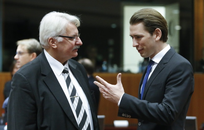 Witold Waszczykowski (L) and Austrian Foreign Minister Sebastian Kurz (R) at the start of the European Foreign Affairs Council, Brussels. Photo: EPA/OLIVIER HOSLET