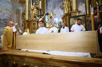 Relics of patron of young people arrive in Poland