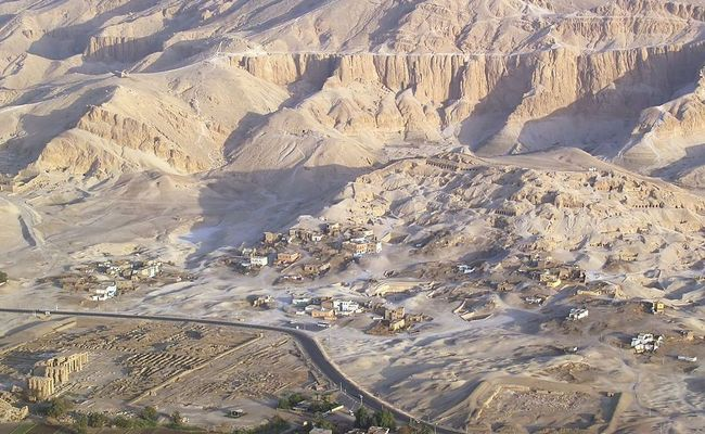 The Valley of the Nobles, Sheikh Abd el-Qurna, today in Western Luxor. Photo: wikimedia commons/Raimond Spekking