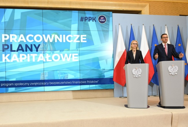 PM Mateusz Morawiecki (right) and Finance Minister Teresa Czerwińska brief reporters after a Cabinet meeting in Warsaw on Tuesday. Photo: PAP/Radek Pietruszka