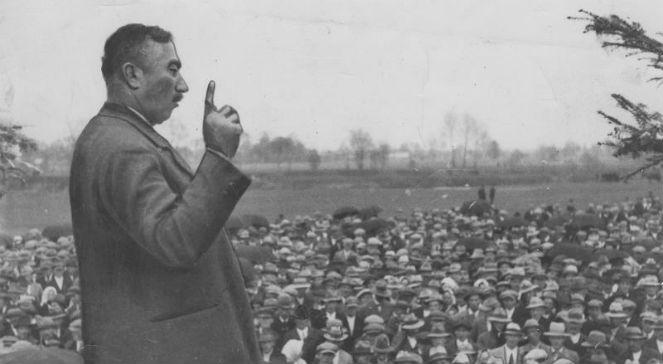 Wincenty Witos podczas wystąpienia w Rakszwie w 25. rocznicę swojej działalności politycznej (1933)