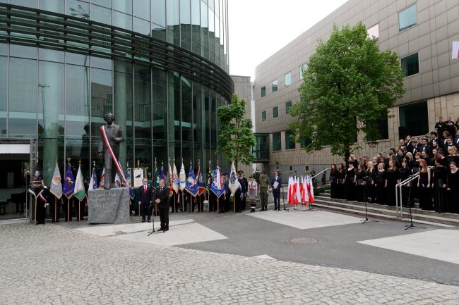 President Bronisław Komorowski unveils the statue of Ignacy Paderewski in Poznań. Photo: PAP/Jakub Kaczmarczyk
