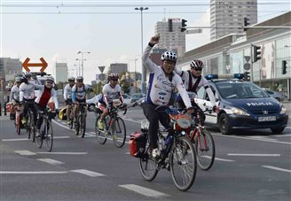 Cyclists reach Warsaw in Korean unification ride