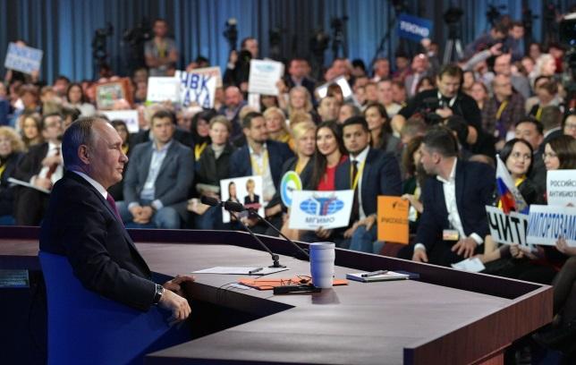 Президент России Владимир Путин во время ежегодной пресс-конференции
