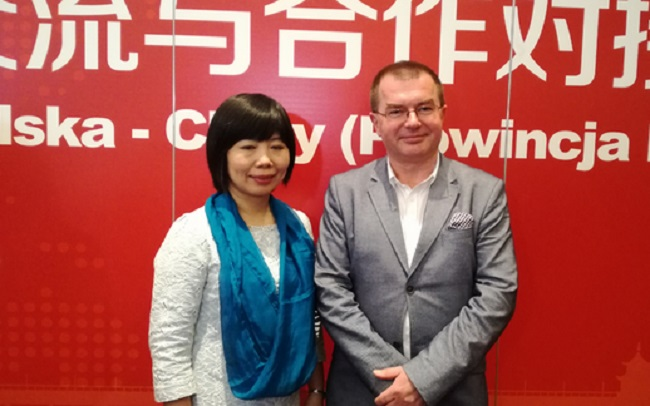 Deputy director of broadcaster Voice of Hubei, Yan Liang, and Mariusz Staniszewski, member of the board of Polish Radio. Photo: Ewa Stankiewicz