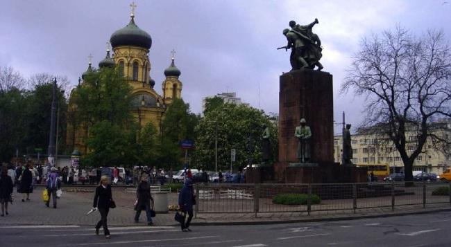 The Four Sleepers monument in Warsaw. Photo: Ireneusz S. Wierzejski/cc/Wikimedia Commons