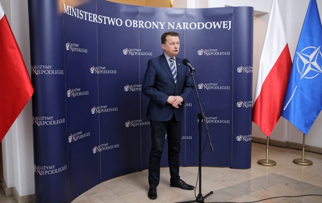 Министр национальной обороны Польши Мариуш Блащак во время пресс-конференции после встречи с командирами Вооруженных сил, посвященной ситуации в Азовском море