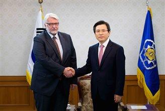 Poland and South Korea pledge to develop trade