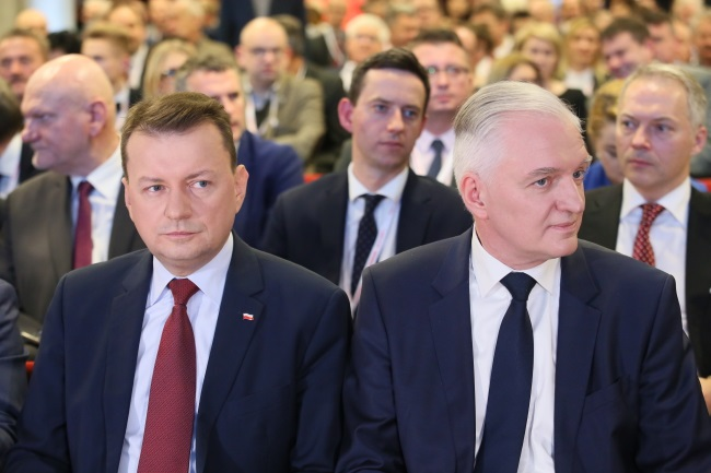 Jarosław Gowin (right), leader of the new centre-right Alliance party, and Mariusz Błaszczak (left), deputy leader of the conservative Law and Justice (PiS) party, at the convention in Warsaw on Saturday. Photo: PAP/Leszek Szymański