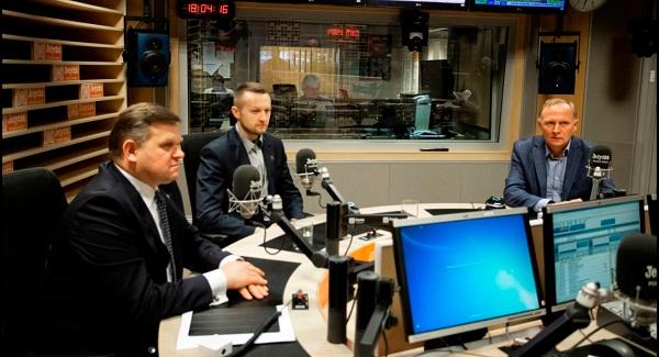 Участники дискуссии на тему полськой армии: (с лева) Войцех Скуркевич, Павел Шрамка, Чеслав Мрочек.