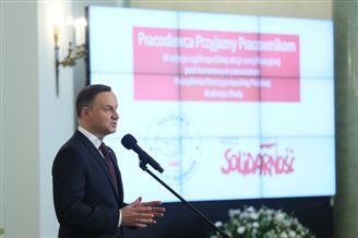 Polish president hands awards to employee-friendly firms
