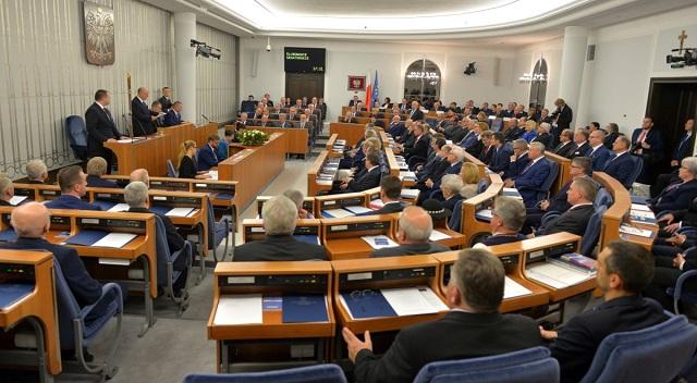 Савченко - это политический заключенный, которого незаконно удерживает Россия, - Сенат Польши