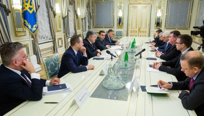 Президент України Петро Порошенко під час зустрічі з міністрами закордонних справ Польщі, Литви та Естонії