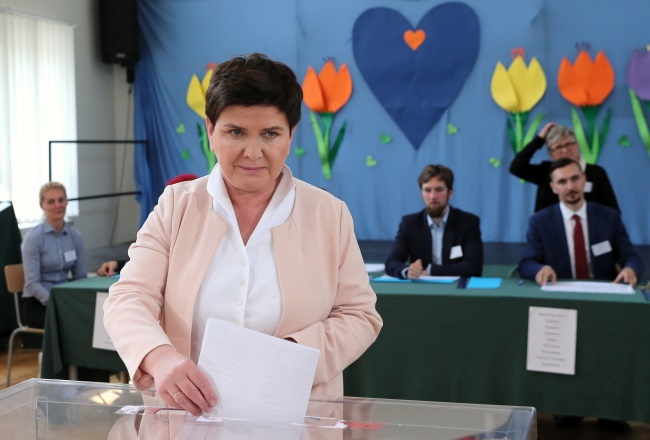 Former Prime Minister Beata Szydło casts her vote in Poland's European elections, at a polling station in the south of the country on Sunday. Photo: PAP/Andrzej Grygiel