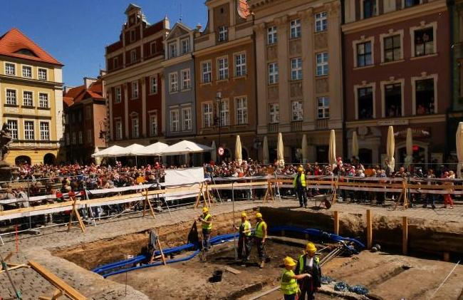 Excavations on the Old Market Square, Poznań. Photo: Poznań Archaeological Museum
