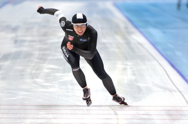 Luiza Złotkowska in action during the national speed skating championships at the Tomaszów Mazowiecki Ice Arena at the weekend. Photo: PAP/Grzegorz Michałowski