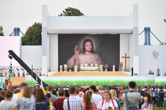 Cardinal Dziwisz consecrated Mass on Tuesday. Photo: PAP/Maciej Kulczyński