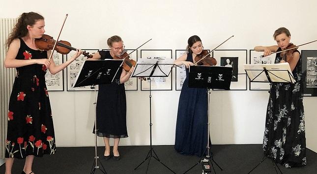 v.l.n.r. Emilia Jarocka (Violine), Katarzyna Denkiewicz-Stawujak (Violine), Karolina Gutowska (Violine) und Anna Maria Staśkiewicz (Violine),
