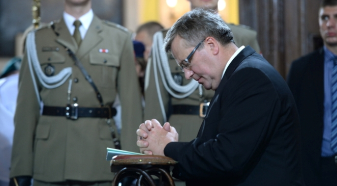 Prezydent Bronisław Komorowski podczas mszy świętej w intencji ofiar Zbrodni Wołyńskiej