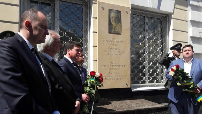 Odsłonięcie tablicy poświęconej pamięci prezydenta Lecha Kaczyńskiego w Żytomierzu