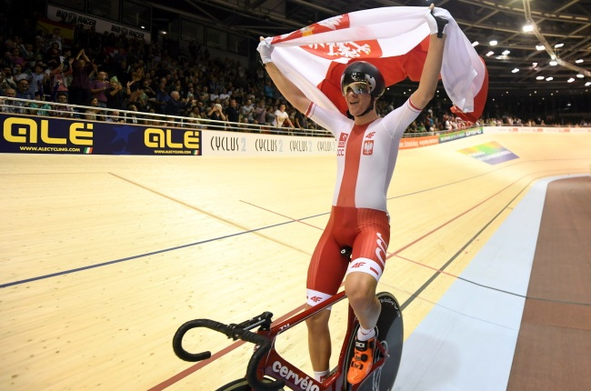 Poland's Alan Banaszek celebrates after winning a gold medal at the 2017 European Track Championships in Berlin. Photo: PAP/Bartłomiej Zborowski