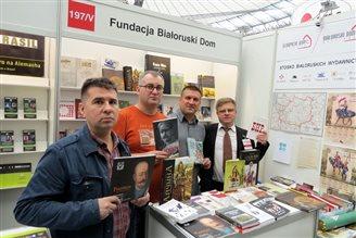Кніжныя навінкі зь Менску прадаюць у Варшаве (ФОТА)