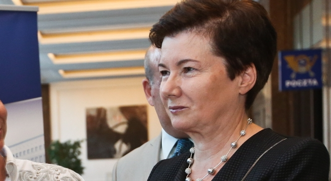Die Stadtpräsidentin mussste heute Nacht während einer außerordentlichen Sitzung des Warschauer Rates den Bürgern Rede und Antwort stehen.