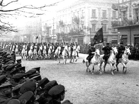 Soviet parade in Lwów (then a part of Poland) in 1939. Photo: Wikimedia Commons