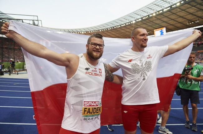European champion Wojciech Nowicki (right) and silver medalist Paweł Fajdek (left). Photo: PAP/Adam Warżawa