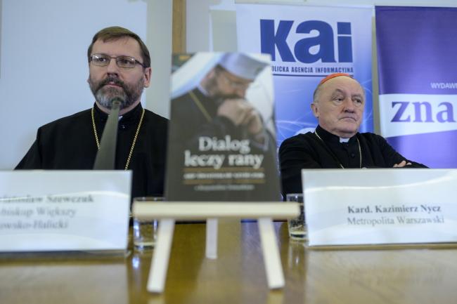 Архієпископ Святослав Шевук (л) та варшавський митрополит кардинал Казімєж Нич (п)