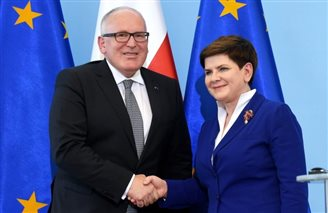 Polish PM urges compromise in bitter political row