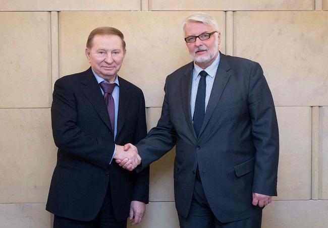 Former Ukrainian president Leonid Kuchma (L) and Polish Foreign Minister Witold Waszczykowski (R). Photo: MSZ