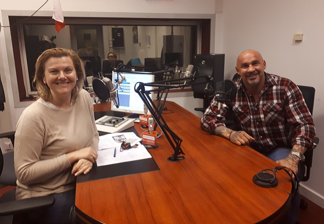 Former kickboxing world champion Przemysław Saleta (right) sits down for a talk with Radio Poland's Danuta Isler