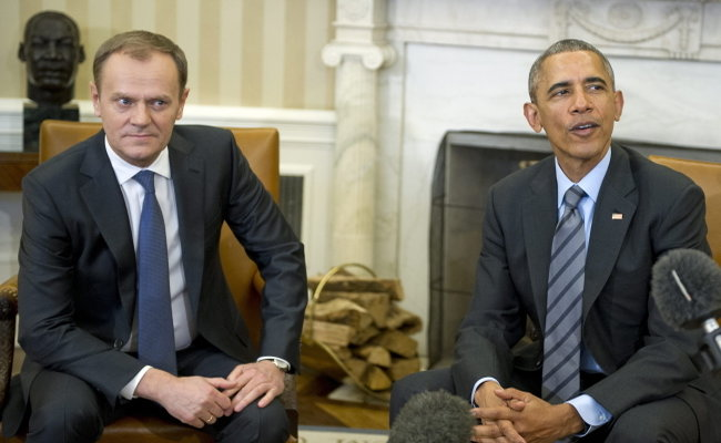 US President Barack Obama (R) hosts European Council President Donald Tusk (L) in the Oval Office of the White House in Washington, D.C., USA, 09 March 2015. EPA/Ron Sachs /