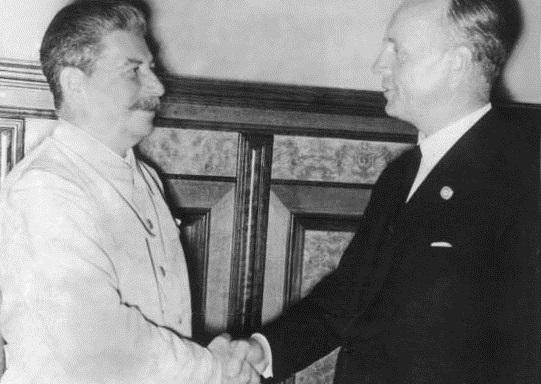 Stalin und Ribbentrop bei einem Treffen auf dem Kreml.