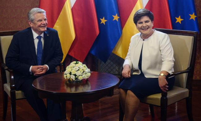 Глава уряду Беата Шидло і президент Німеччини Йоахім Ґаук під час зустрічі у Варшаві