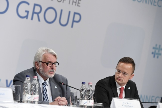 Polish FM Witold Waszczykowski (left) speaks during a press conference after a meeting of foreign ministers from Visegrad Group and Eastern Partnership countries in Budapest, Hungary, 31 August 2017. Photo: EPA/Szilard Koszticsak