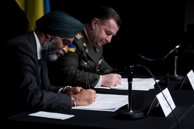 Canadian Defence Minister Harjit Sajjan with his Ukrainian counterpart Stepan Poltorak. Photo: Twitter.com/Harjit Sajjan