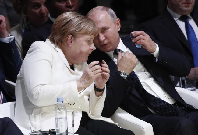 Париж: Ангела Меркель и Владимир Путин