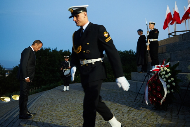 PM Donald Tusk in front of the Monument to the Defenders of Coast: photo - PAP Adam Warżawa