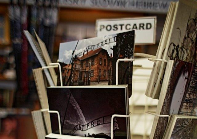 Sollte man Postkarten aus dem KZ Auschwitz verschicken?