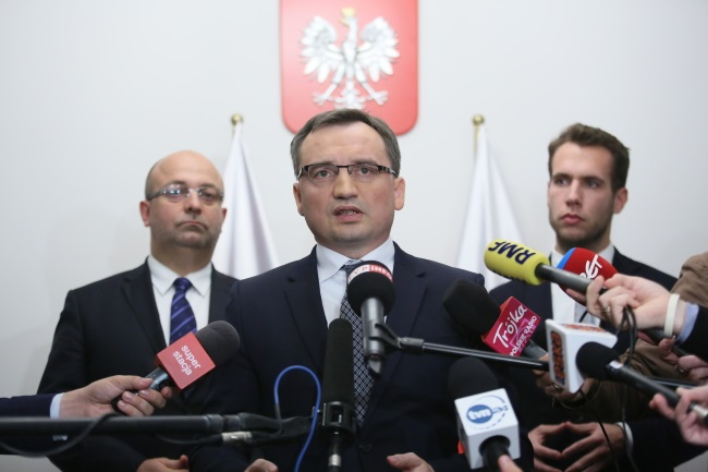 Justice Minister and Prosecutor-General Zbigniew Ziobro (centre) speaks at a news conference in Warsaw on Monday. Photo: PAP/Leszek Szymański