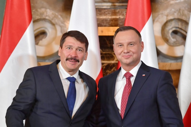 Polish President Andrzej Duda (right) and his Hungarian counterpart Janos Ader (left) meet in the south-central Polish city of Kielce on Friday. Photo:  PAP/Piotr Polak