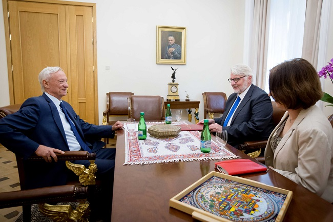 Polish Foreign Minister Waszczykowski (R) and Serbian Ambassador Bogojević. Photo: MSZ