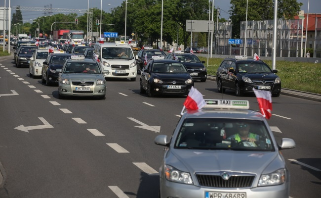 Taxi drivers protest in Warsaw. Photo: PAP/Rafał Guz