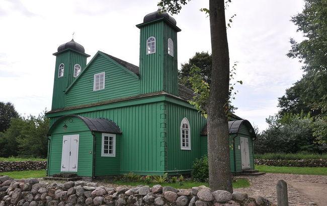 The 18th century mosque in Kruszyniany. Photo: wikimedia commons/fotonews