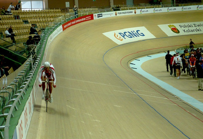 Pruszków velodrome. Photo: Kudak [GFDL (http://www.gnu.org/copyleft/fdl.html) or CC BY-SA 4.0-3.0-2.5-2.0-1.0 (https://creativecommons.org/licenses/by-sa/4.0-3.0-2.5-2.0-1.0)], via Wikimedia Commons