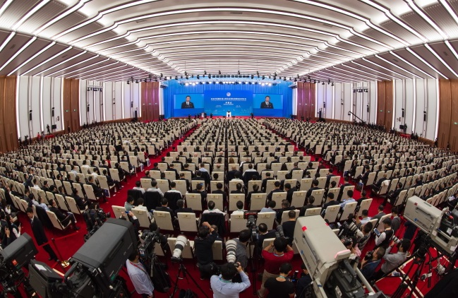Председатель КНР Си Цзиньпин выступает на церемонии открытия Китайской международной выставки импортных товаров в Шанхае
